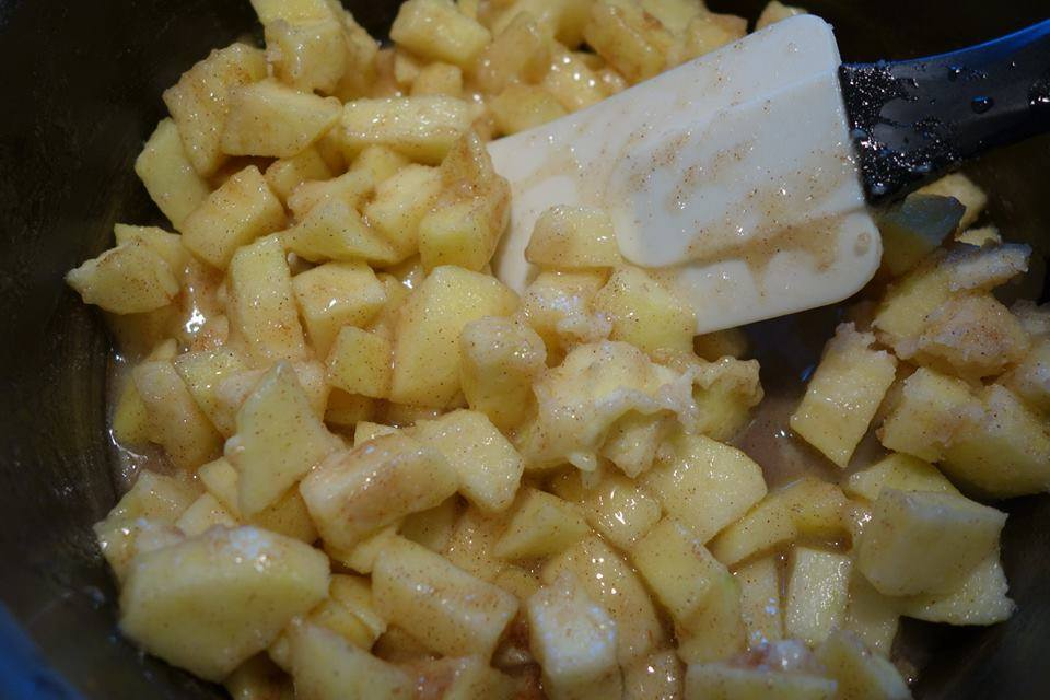 Sauté the apple filling for the apple blossom