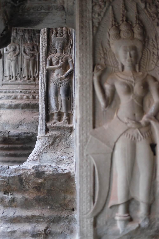 Beautiful carvings inside Angkor Wat.     #siemreap #angkorwat #travelguide #travelblog #siemreapitinerary #cambodia #travelphotography #landscapephotography #fujifilm #siemreapprivatetour