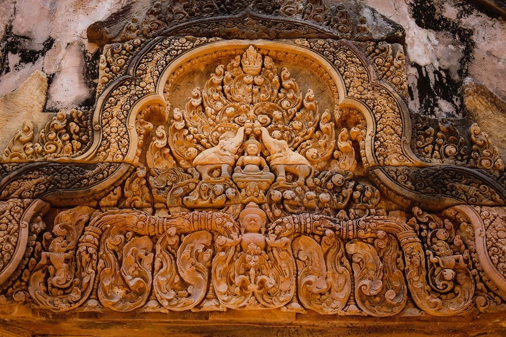 Angel and elephants carvings at Banteay Srei.     #siemreap #banteaysrei #travelguide #travelblog #siemreapitinerary #cambodia #travelphotography #landscapephotography #fujifilm #siemreapprivatetour