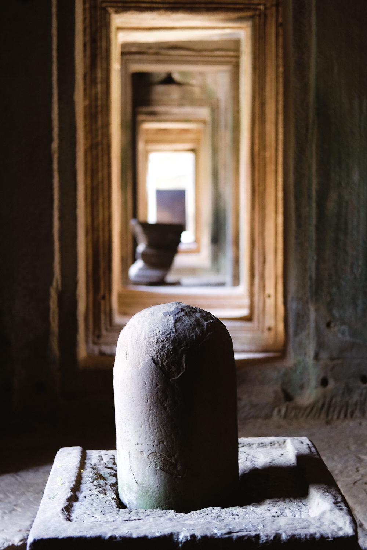 A Linga and Yoni inside the temple.     #siemreap #templebayon #travelguide #angkorwat #siemreapitinerary #cambodia #travelphotography #landscapephotography #fujifilm #siemreapprivatetour