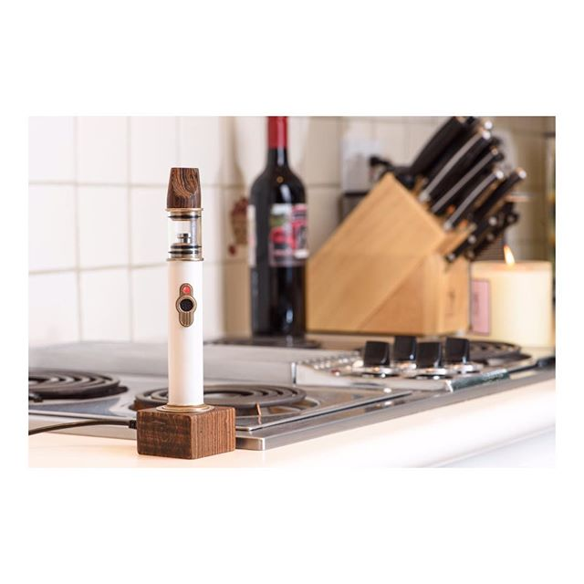 "Topstone is all about casual dabbing. No blow torch, no complicated settings, no sucking on plastic. As easy as coming home and kicking back with a glass of wine. #homebase 🌬🍷 If you're cooking a 420 friendly meal next week, instead of infusing, consider pairing concentrates: for @opulentchef traditional bubble hash ""is the closest we can get to wine,"" when creating a pairing experience. 🔝🦃"