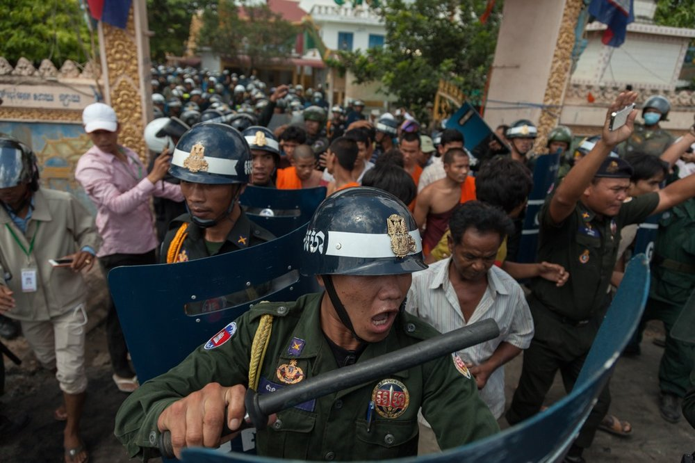 November 12, 2013 - Phnom Penh. Cambodian anti-riot police arrest protesters during a clash between police and garment workers. One woman was shot dead and several injured in the violent clashes. © Thomas Cristofoletti / Ruom