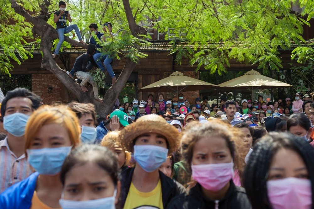 27 December, 2013 - Phnom Penh. A couple of thousand garment factory workers block the road in front of the Ministery of Labour asking to raise the minimum wage to 160 USD. © Thomas Cristofoletti / Ruom