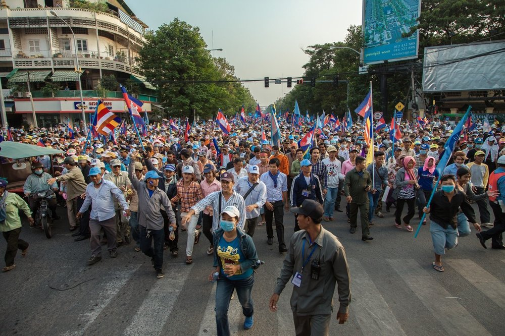 29 December, 2013 - Phnom Penh. Thousands of CNRP supporters take to the streets in Phnom Penh for the 14th day of protest to ask Prime Minister Hun Sen to step down. © Thomas Cristofoletti / Ruom