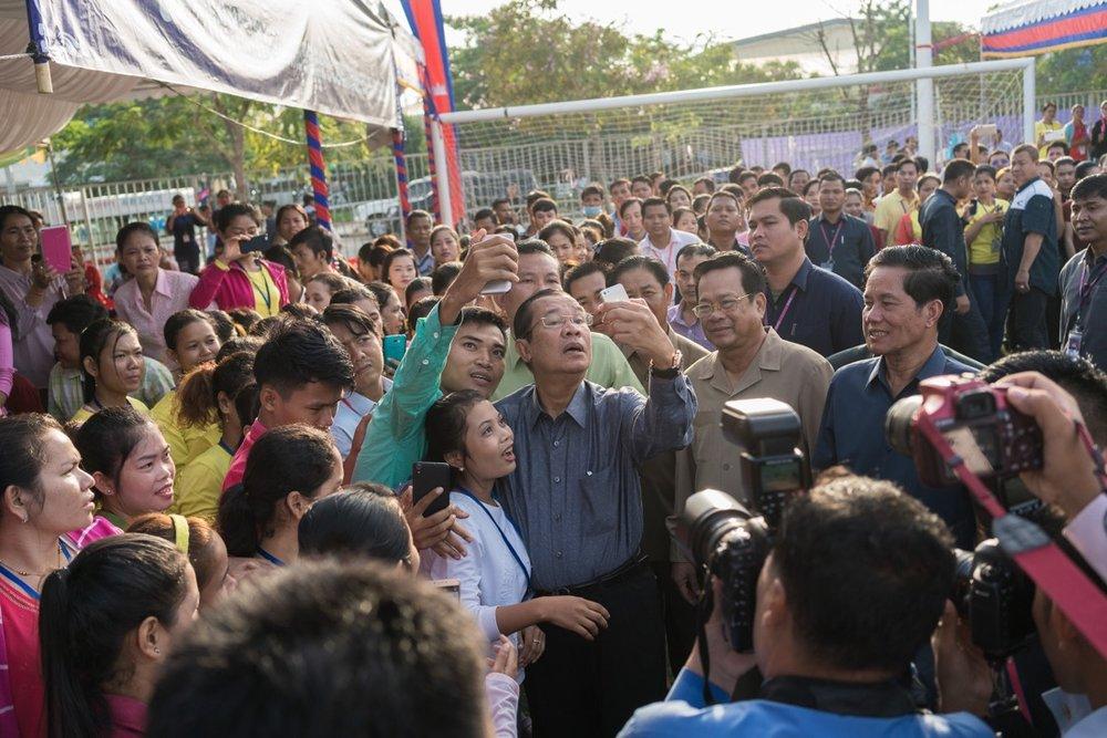 Hun Sen meets garment workers
