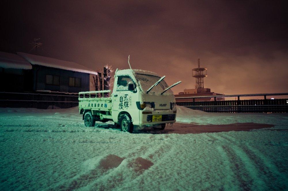 January 07, 2010 - Takayama (Japan). A truck in a snoewd parking in Takayama. © Thomas Cristofoletti / Ruom