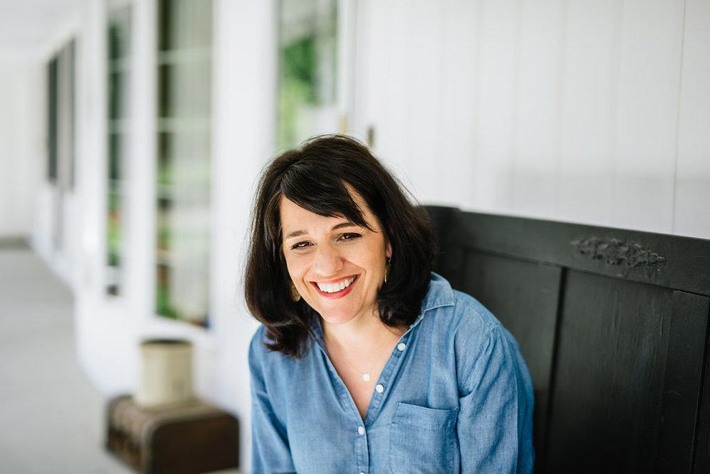 Jennifer Lutz at Home Headshot