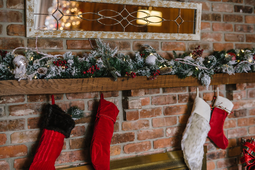 Family room mantle decked in  Christmas Morning Frost garland . Photography by Rachel Cuthbert Photography.