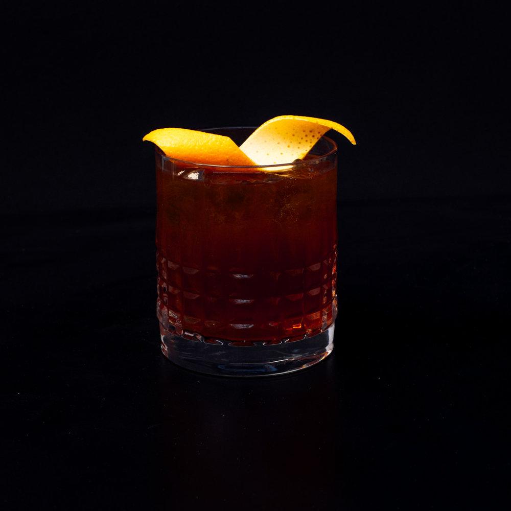 Bloodstone emperor - Eagle Rare 10yo Bourbon, Coffee, Pedro Ximénez, Morello Cherry, Walnut Bitters