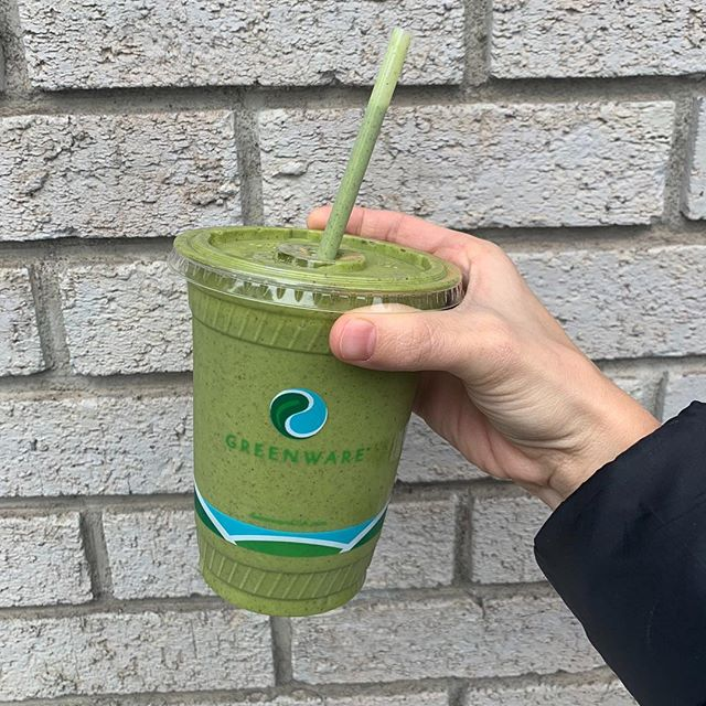 """Happy St. Patty's Day, friends! 🍀 — This delicious spirulina smoothie boasts some serious health benefits, but today its festive color may be the best part! — Do your kids enjoy fun spins on healthy snacks like this """"leprechaun smoothie"""" or do they totally see right thru it? 😂 #stpatricksday #festive #springiscoming #smoothie #kidsnutritionist #greensmoothie #eattherainbow🌈"""