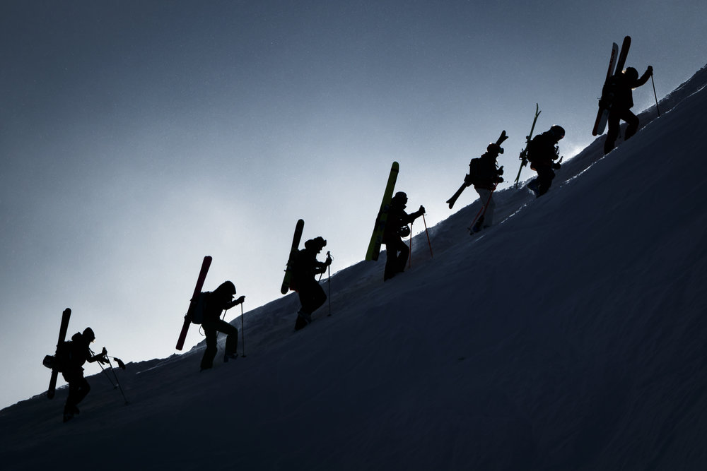 """Skiers walk in the snow towards the start gate prior to the Verbier Xtreme Freeride World Tour (FWT) finals on the """"Bec des Rosses"""" mountain above the alpine resort of Verbier, Switzerland, Monday, April 2, 2018. (KEYSTONE/Valentin Flauraud)"""
