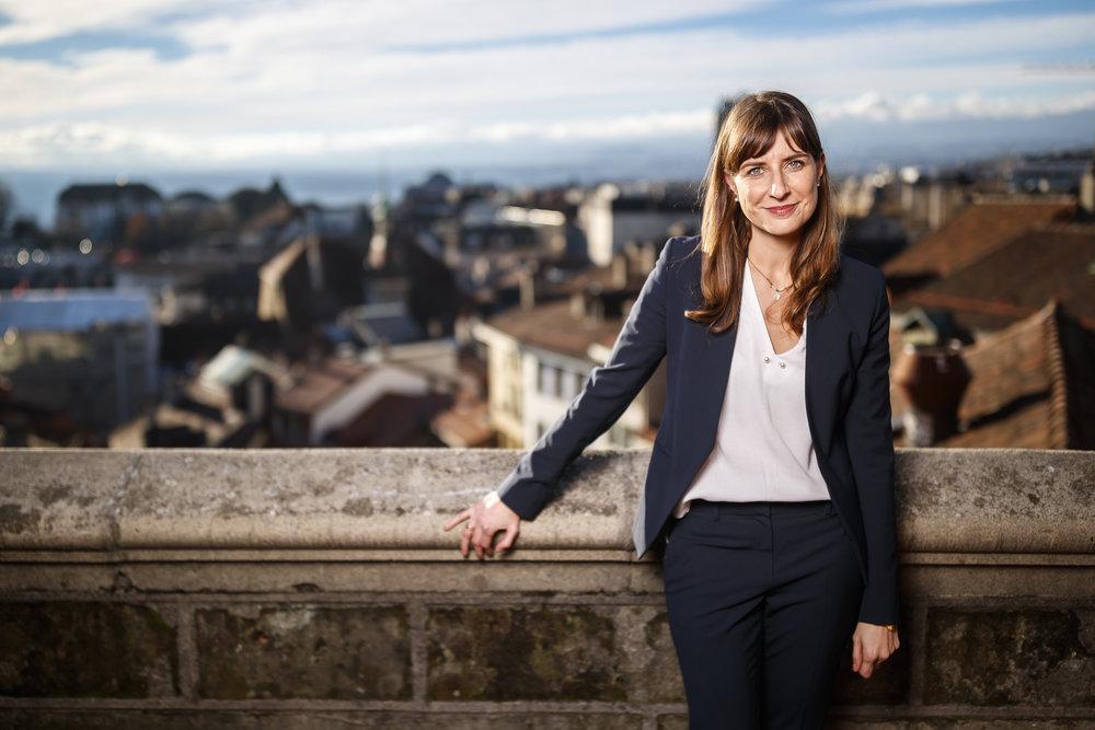 Rebecca Ruiz, conseillere nationale PS vaudoise, pose pour un portrait apres une conference de presse pour annoncer sa candidature au Conseil d'Etat vaudois ce vendredi 7 decembre 2018 a Lausanne. (KEYSTONE/Valentin Flauraud)