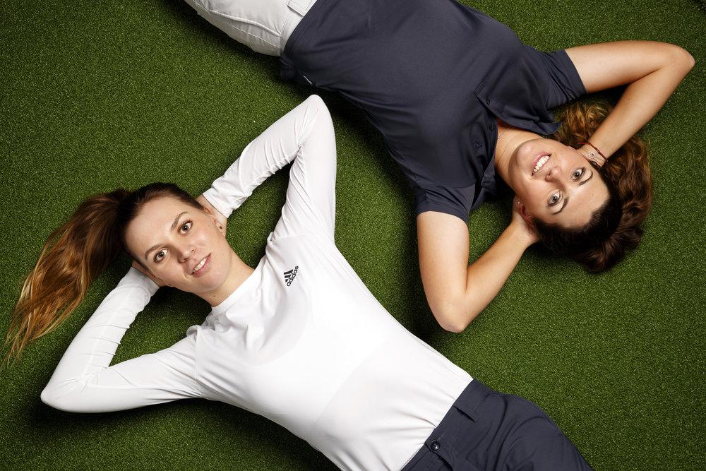 Les deux soeurs Kim Metraux, droite, et Morgane Metraux, gauche, golfeuses professionnelles, posent pour des portraits apres une rencontre avec les medias ce jeudi 10 janvier 2019 a Puidoux. (KEYSTONE/Valentin Flauraud)