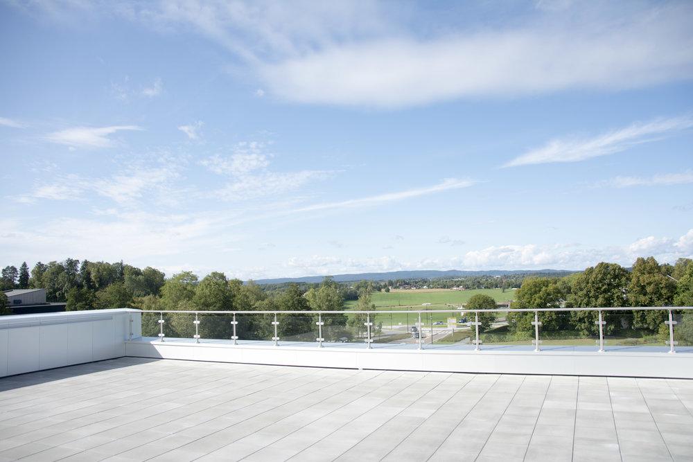 Det er en ny stor takterrasse på TF med en fantastisk utsikt over kjerringjordet