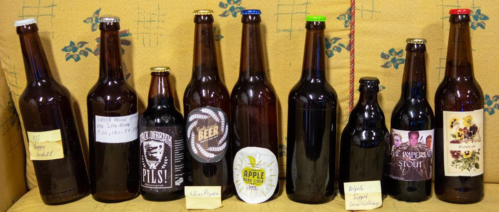 Det finnes så mange å ta av! Ølene står fra øl nr. 1 til venstre og stigende til øl nr. 9 lengst mot høyre.