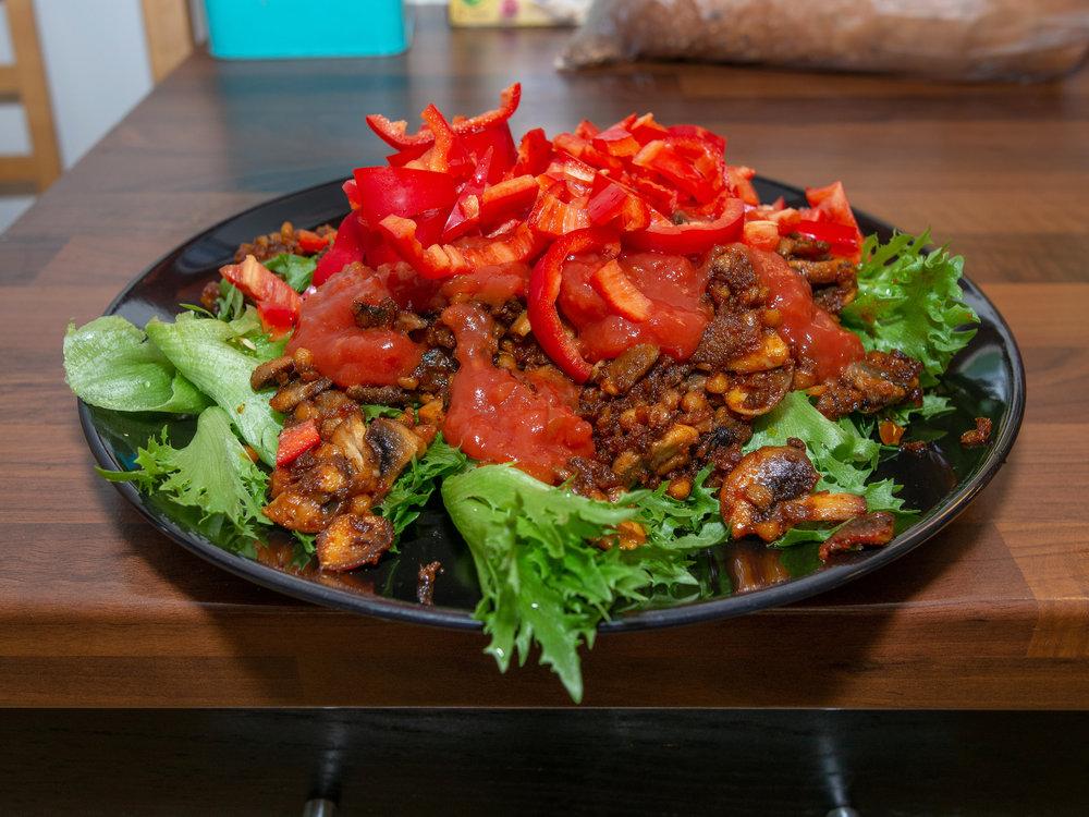 Sopp og linser er en autententisk erstatning for kjøttdeig i tacosalat.jpg