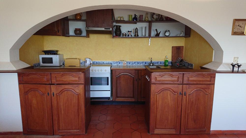 pool apt kitchen.jpg
