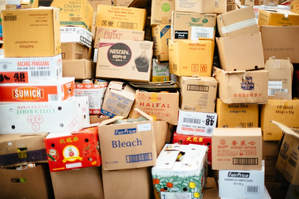 La bête noire des commerçants - Les commerçants perdent du temps à traiter ces déchets d'emballage, ont peu d'espace de stockage et pas assez de poubelles pour tout jeter.