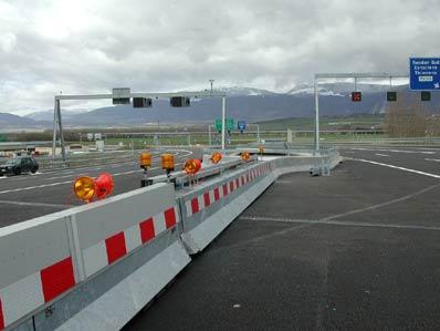Barrières téléscopiques - Pour les cas où la longueur disponible pour une barrière de 70 mètres serait insuffisante, nous avons développé une barrière télescopique. La longueur en position ouverte peut être ainsi prolongé de env. 11m.