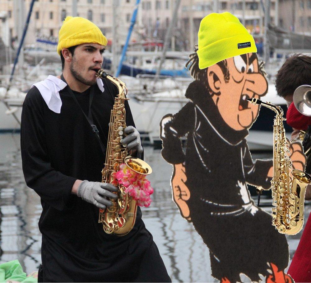 Rémi - Musicien aux multiples talents, Rémi est capable à la fois de jouer avec entrain du saxophone et de réparer un drone-oiseau, il est un membre-clé de ce projet. Son animal-totem est le ménure suprême et ce n'est pas une coïncidence car oui, Rémi a un super-pouvoir. Muni d'un simple saxophone, il peut produire un son incroyable capable de détruire un village entier. Mais rassurez-vous, il sait aussi jouer doucement.Dessert préféré : AnatolieAnimal totem : Ménure suprême
