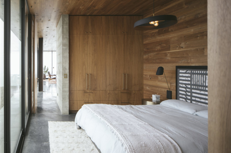Source  Guesthouse collaboration of Dan Weber, Architect, and Steve Willson, designer.