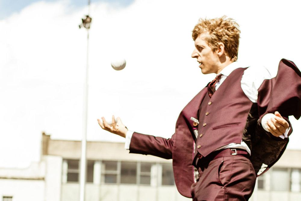 Jon-Udry-juggler---Cirque-Bijou-Circus-Playground,-Stage.jpg