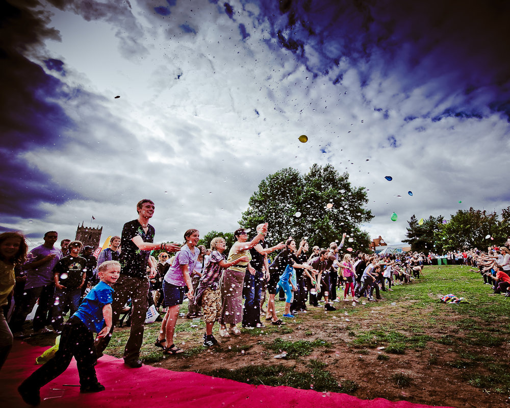 Desperate Men - Balloon Toss - Cirque Bijou Circus Playground, photo Martins Kikulis.jpg