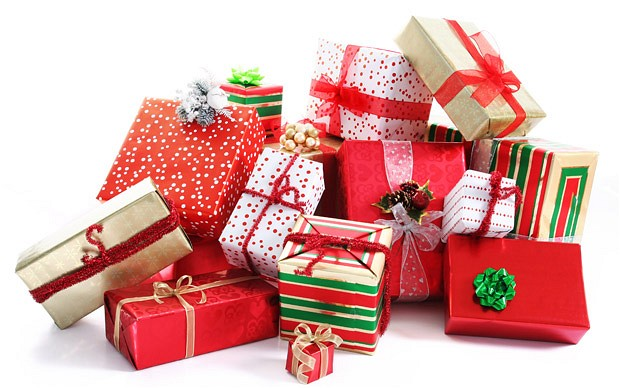 Christmas_presents_2416800b.jpg