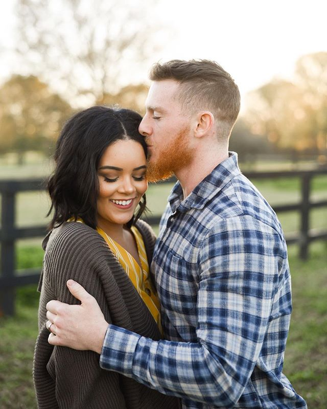 Interrupting your Tuesday with some dreamy couple inspo. Isn't Kianna gorgeous?!