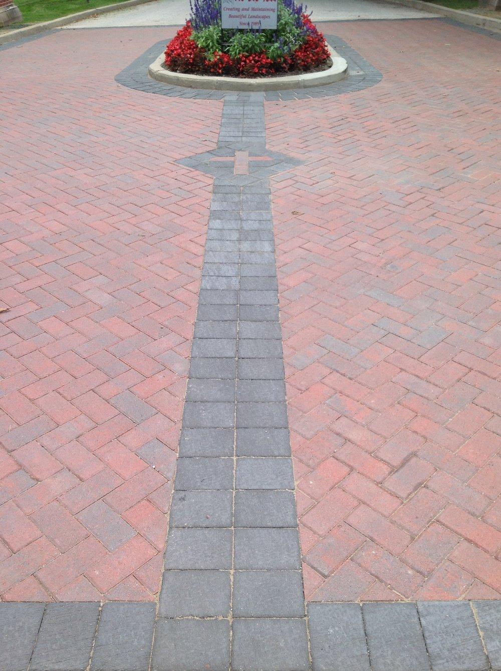 Patio pavers and drvieway landscape design in Bainbridge Township OH
