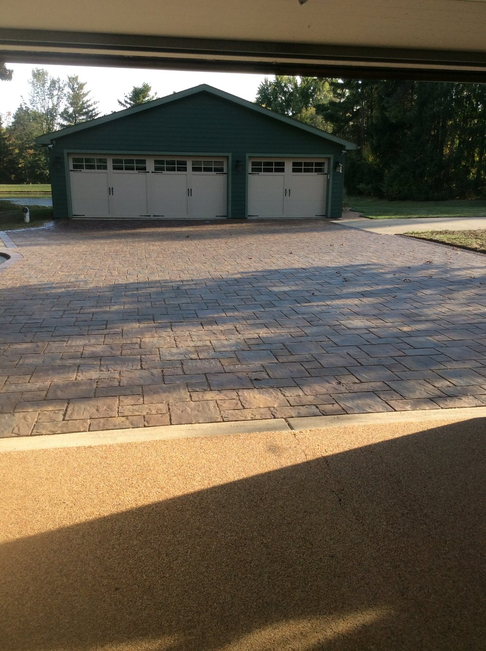 Why Landscaping Companies Recommend Concrete Pavers for Your Chagrin Falls, OH, Driveway