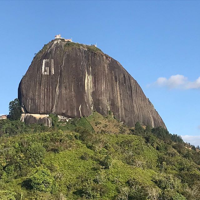 Pioneers used to ride these babies for miles!⁣ ⁣ Two rocks (or boulders) we climbed and views from the top/ the surrounding pueblos. ⁣ ⁣ 1. Piedra de Peñol (+Guatape - a gorgeous colorful pueblo)⁣ ⁣ 2. Piedra del Tabor (+San Carlos, a small pueblo known for its waterfalls, and our helpful and way too fast 16 year old guide, Alejo)⁣ ⁣