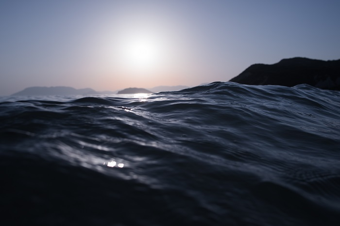 Waves-About-to-Break-700-px.jpg