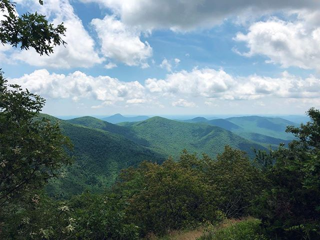 These mountains never cease to be awe-inspiring. Thanks, Appalachia, for always bringing a plethora of magic with each day🌲 #blueridgebones #blueridgemountains #appalachianmountains #appalachiantrail #cowrockmountain #tesnateegap #exploregeorgia #atlantatrails #wandernorthgeorgia #getoutside #adventure #weekendwarriors #seeyououtthere #georgiahikers