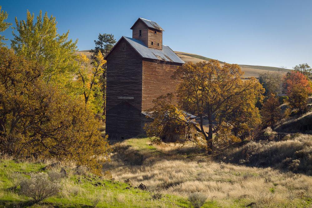 Old grain elevator near Boyd, Oregon