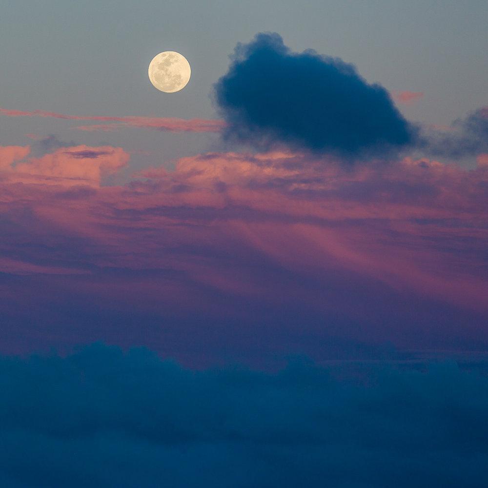 Sunset and full moonrise on Kauai