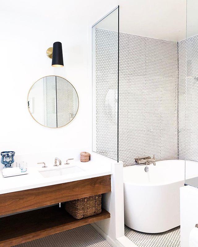 #bathroomgoals - we love shooting minimal decor especially when it looks this sleek and beautiful@holidayhouseps 😍