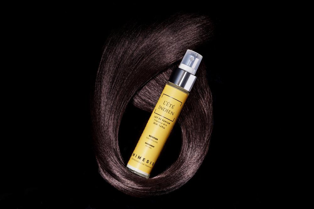 - Nos Soins de Parfums sont assemblés par un Nez de Haute Parfumerie et une experte de la formulation capillaire.Vos cheveux sont parfumés par les Soins de Nutrition, d'Hydratation ou de Brillance.