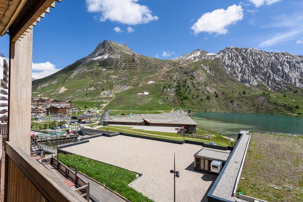 La vue en été vers le village de Tignes