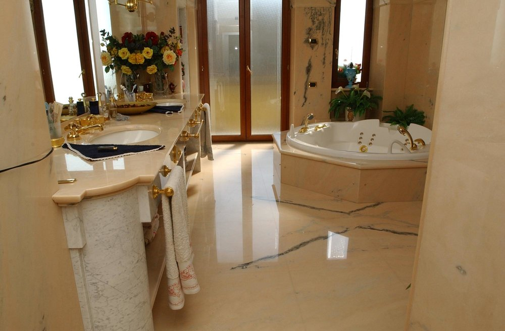 Top e rivestimento bagno in marmo Rosa Portogallo
