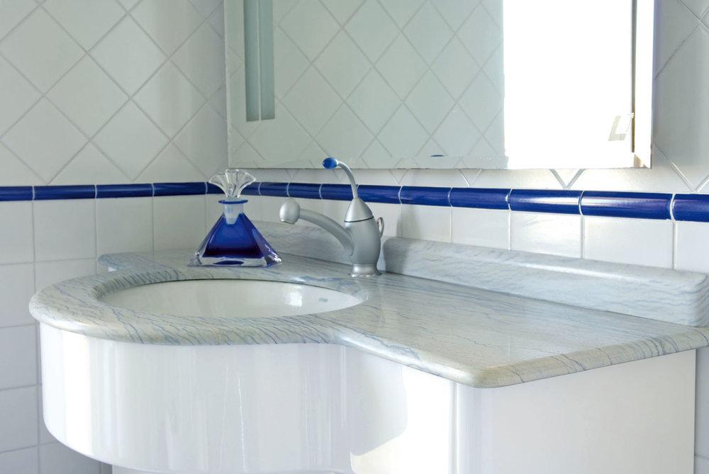 Top bagno su misura in marmo Azul Macauba
