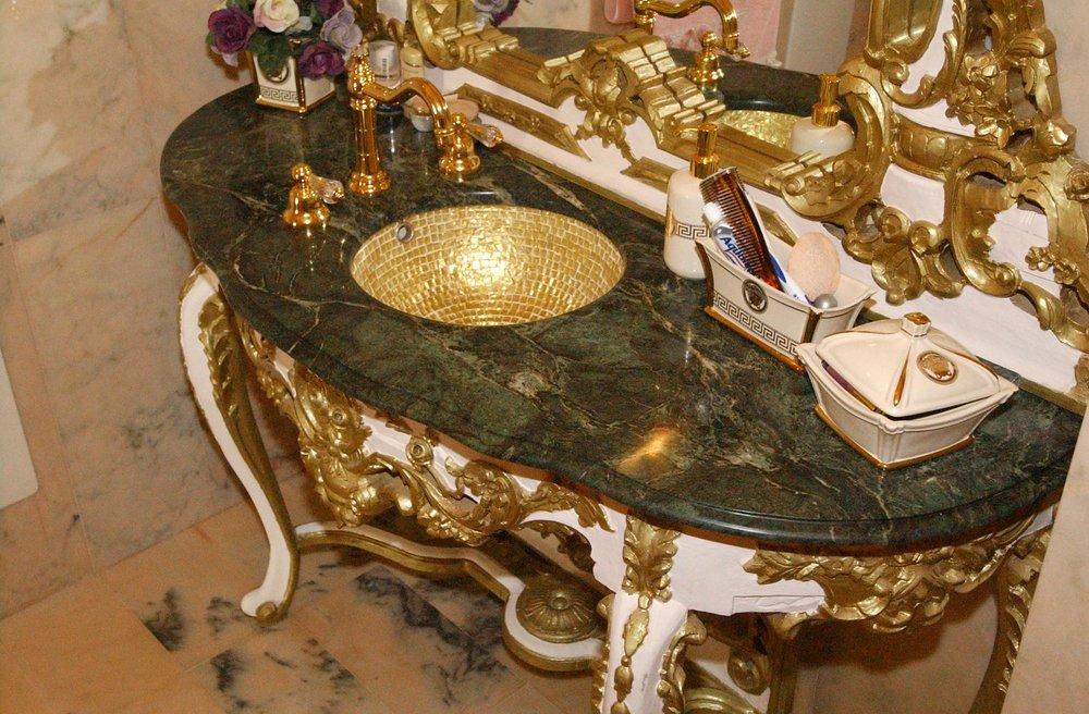 Top bagno in marmo Verde Alpi dal design ricercato