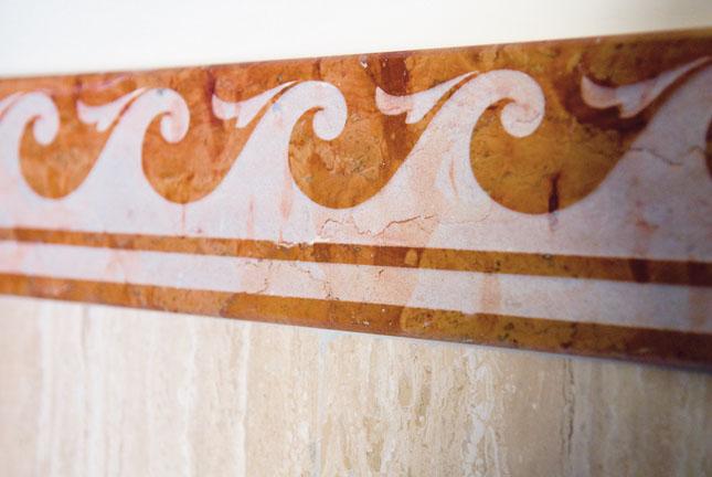 Greca in marmo Rosso di Verona per dettagli unici