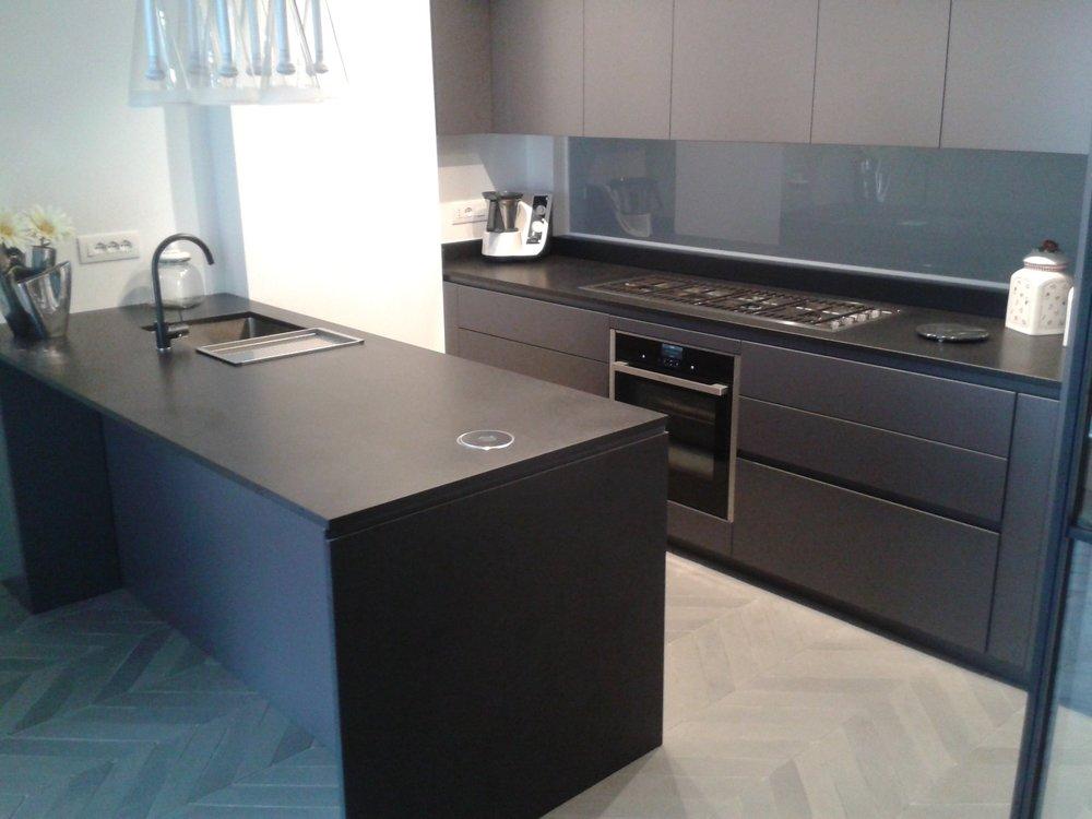 Arredo rivestimenti e top cucina su misura in marmo pietre okite e ...