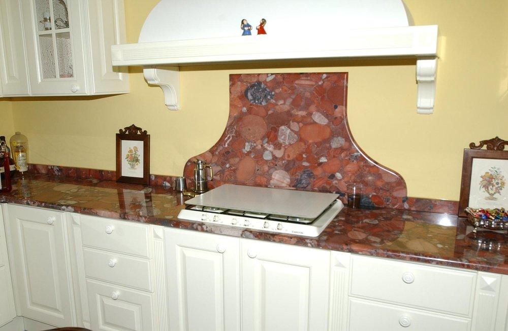 Top cucina su misura in marmo Red Marinace