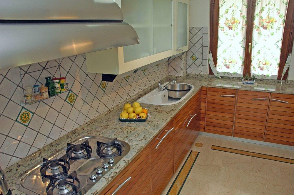 Top cucina personalizzata in granito Verde Eucalipto