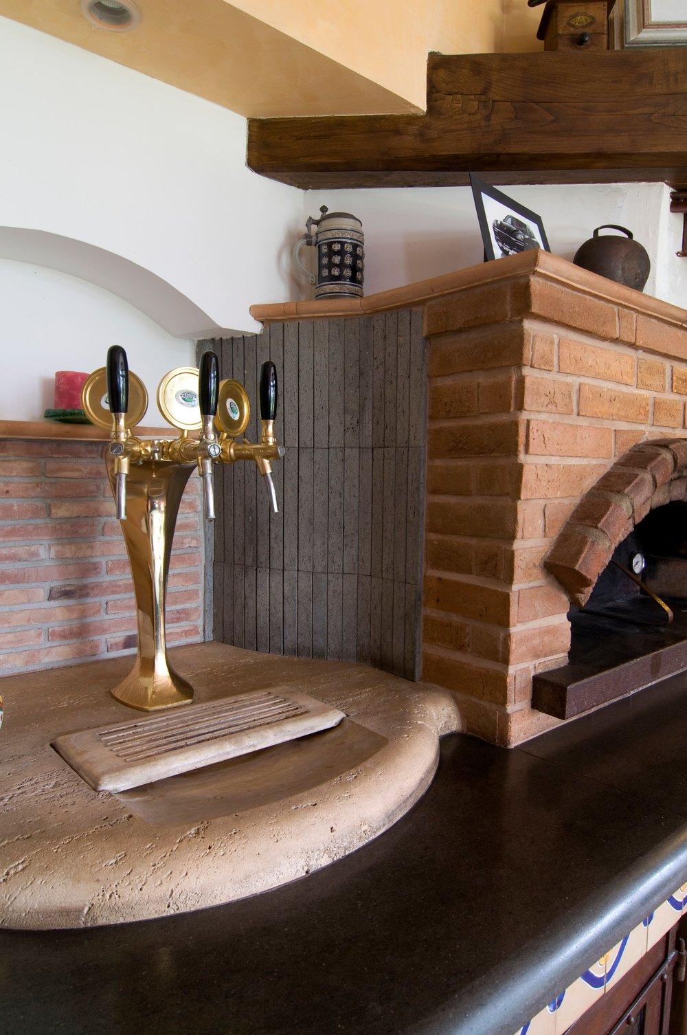 Top cucina con personalizzazione in Travertino classico