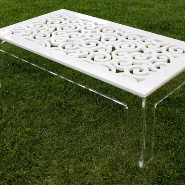 Tavolino di design ricercato: top in marmi bianco statuario