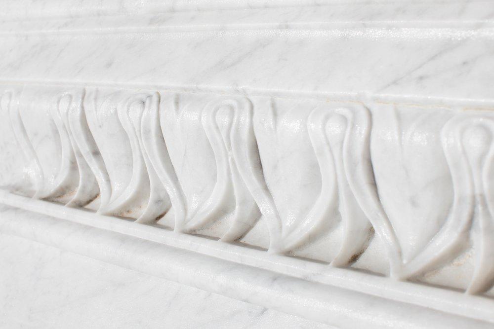 Greca scolpita su marmo Bianco di Carrara