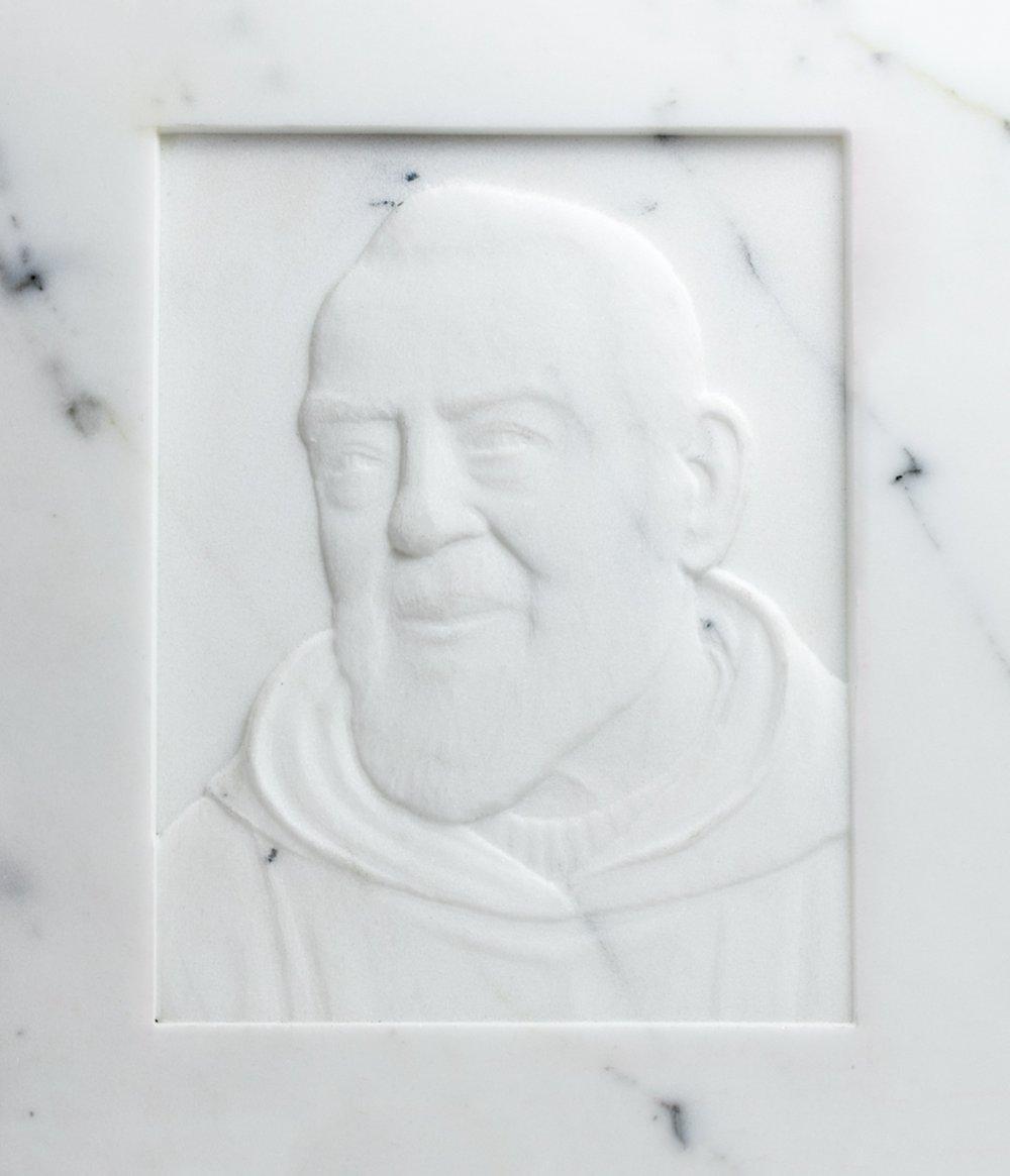 Arte sacra: Bassorilievo in marmo Bianco di Padre Pio